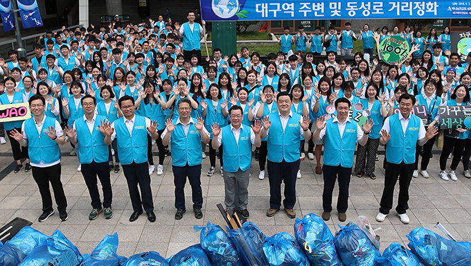 봉사단체 'ASEZ WAO', 중앙로역 일대 환경정화활동