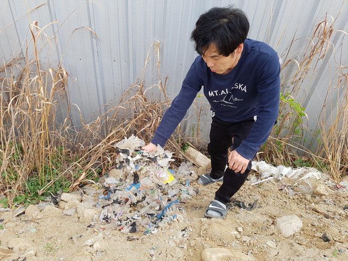 """""""악취에 비닐조각까지 날아다녀"""" 문경 폐기물업체 인근주민 호소"""