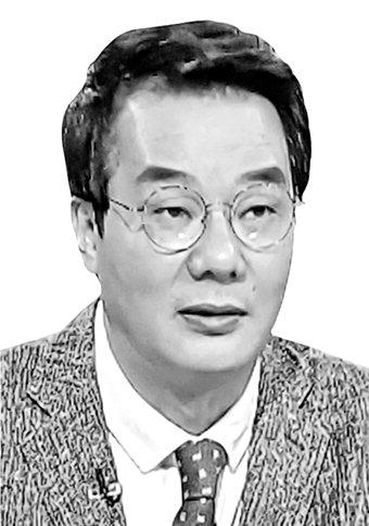 [송국건정치칼럼] '강효상 논란' 읽기