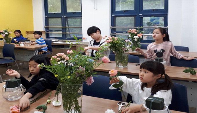 꽃 매개로 쓰고 그리고 만들며 미래 구상
