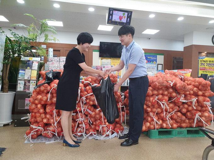 현풍농협, 양파 8t나눔행사로 소비촉진 나서