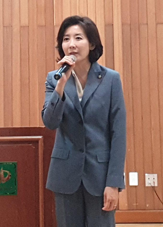 """TK 찾은 나경원 """"文 정부 신독재체제로 가고 있다"""" 맹공"""