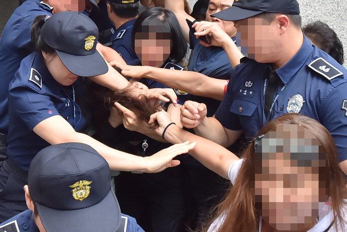 """고유정 첫 공판…""""전 남편 변태적 성욕 탓"""""""