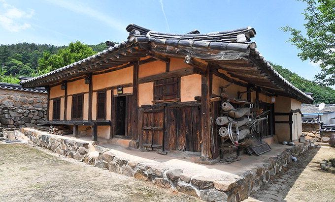 [살아있는 역사 청송 문화재 여행 .5] 청송 성천댁과 이촌리 오층석탑