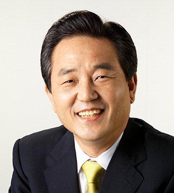 김문오 대구 달성군수, 군민체육대회 축하음악회 공연 감상