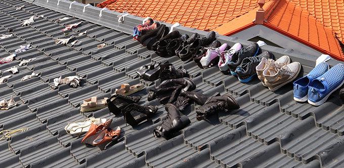 신발 말리는 태풍 이재민