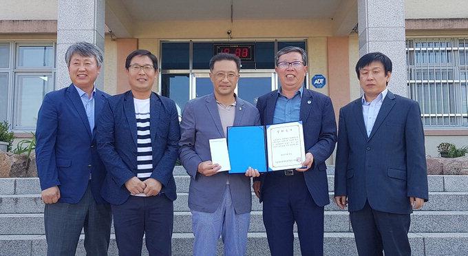 청송군공무원축구단, 진성중에 장학금 50만원 전달