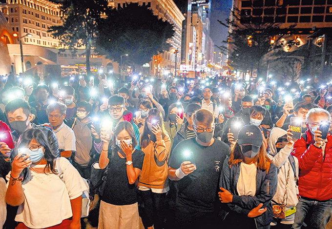 홍콩경찰 이공대 봉쇄 작전에 시위대 '필사의 탈출'