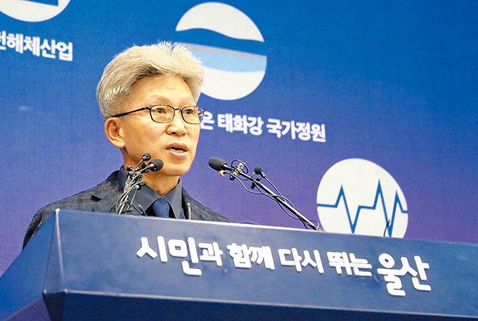 """누가 거짓말하나…청와대 """"SNS 제보"""" vs 송병기 """"정부가 요청"""""""