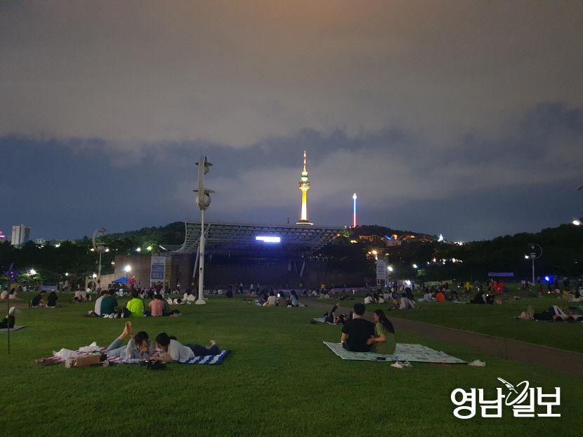 [르포] 바뀐 대구 코오롱 야외 음악당 풍경...슬기로운 코로나19 극복 나들이