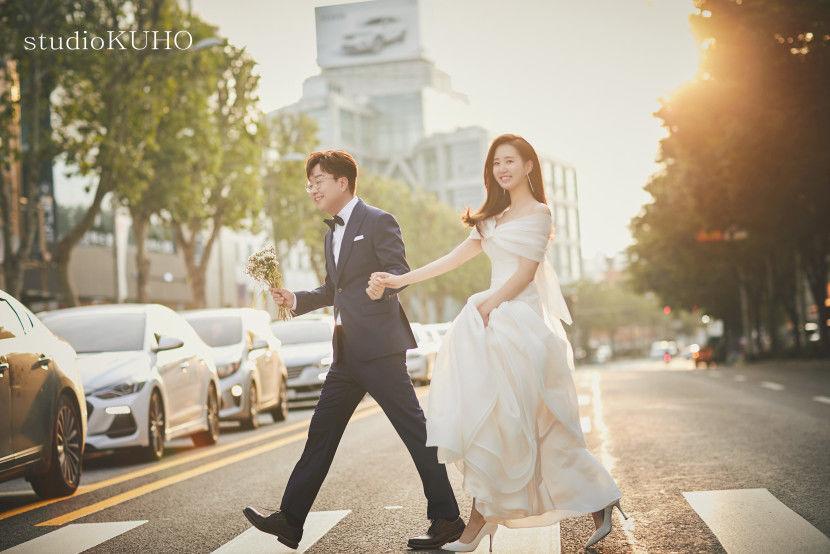 박휘순, 웨딩 화보 공개…``웃음 잃지 않은 예비 아내에게 감사``