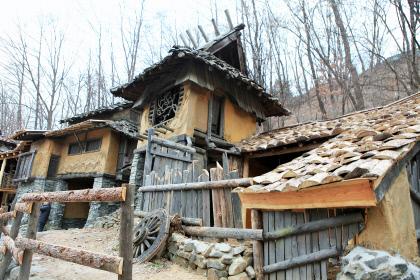 [김찬일의 방방곡곡/길을 걷다] 경기도 구리 동구릉·고구려 대장간마을