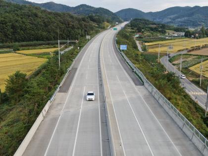 추석 연휴 첫날 썰렁한 상주영천고속도로