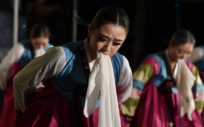 대구문화재야행에서 공연되는 수건춤