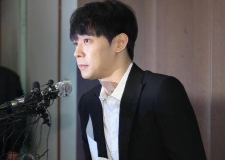 은퇴 밝혔던 박유천, 화보집 발간하고 사인회 개최