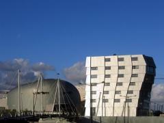 알미르 알솝(W. A. Alsop)의 엔터테인먼트 센터와 레네 반 쥐크의 시티센터 더 웨이브.2