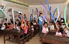 """대구한의대 """"캄보디아 아이들에게 웃음을"""" 총장·학생 한마음 구슬땀"""