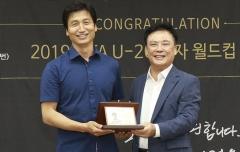 모교 경일대 온 정정용 감독…200여명 열렬한 환영