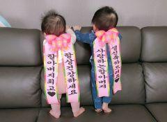 [스마트폰 세상보기] 쌍둥이 손주들의 할아버지 생일선물