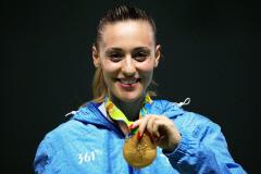 그리스 출신 금메달리스트 코라카키, 올림픽 최초 여성 첫 성화봉송 주자