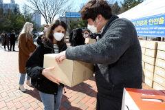 계명대, 외국인 유학생과 기초생활수급자 1천500여 명에게 생필품 나눠줘