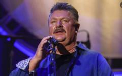 마크 블럼 이어 가수  조 디피, 코로나19로 사망…향년 62세