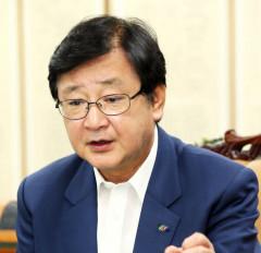권영세 안동시장 민주당 입당…'선거중립의무 위반' vs '새로운 발전 전환점'