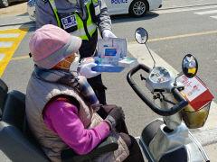 영양경찰서, 코로나 19 예방 교통홍보방역용품 배부