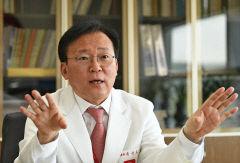[김수영의 피플]'드라이브 스루' 선별진료소 첫 도입 손진호 칠곡경북대병원장