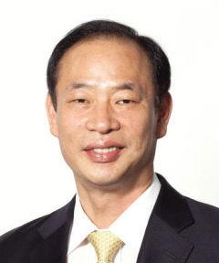 한국섬유기계융합연구원 제6대 원장으로 취임하는 성하경 씨