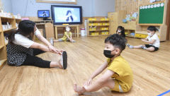 건강 체조 배우는 어린이들, 대구 본영어린이집