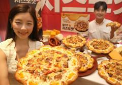 [포토뉴스] 얼티밋 치즈포켓 피자 출시