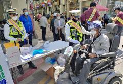 [포토뉴스] 장터서 열리는 '1대 1 교통안전교육'