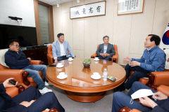 경북도의회 의장단, 의성·군위군수 만나 통합신공항 문제 해결 촉구