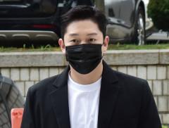 '故구하라 폭행·협박' 최종범 2심 징역 1년…법정구속