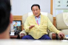 김영만 군위군수, 이전후보지는 주민의 찬반의사가 중요