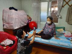 의성 할머니들, 자녀들에게 추석명절 집에서 보내기 동영상 제작