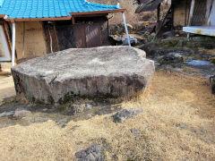 [동네뉴스] .마당에 바위가 있는 오지마을...구순의 주인 할머니는