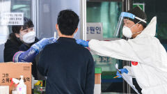 [포토뉴스] 대구 동구보건소 코로나19 선별진료소, 계속되는 검체검사
