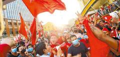 [미얀마의 봄은 올 것인가] <상> 군부독재에 맞선 60년 민주화 투쟁...무차별 폭력에도 저항의 '세 손가락' 치켜들었다