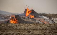 용광로 같은 아이슬란드 화산 다시 폭발하며 장관 연출