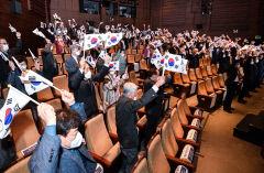[포토뉴스] 임시정부 수립 기념식서 울려 퍼진 만세 삼창