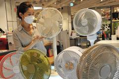 [포토뉴스]더워진 날씨에 일찍 선보인 선풍기