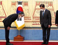 문 대통령, 주한 일본대사 만나