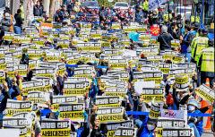[포토뉴스] 노동절 맞아 불평등 타파 촉구하는 노동자들