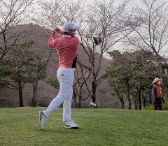 [강경남 프로의 '골프 테라피' .19] 리듬감 있는 스윙하기