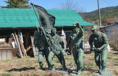 [동네뉴스-스마트폰 세상보기] 누가 왜 이곳에?...경주 허름한 집 앞마당에 6·25전쟁 동상