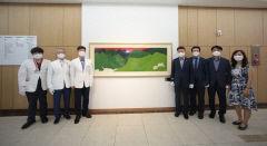 영남대의료원에 민경갑 화백의 작품이 내걸린 이유는?