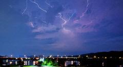 대구서 잇따라 '마른 하늘에 번개' 관측돼 화제