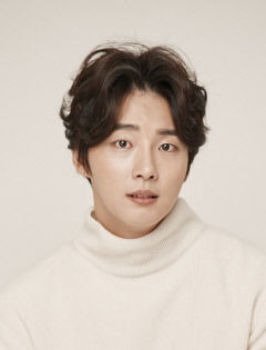 [연예가] 배우 윤시윤, 영화 '탄생'에서 김대건 신부 연기